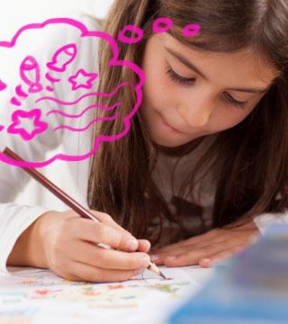 Menina escrevendo livro