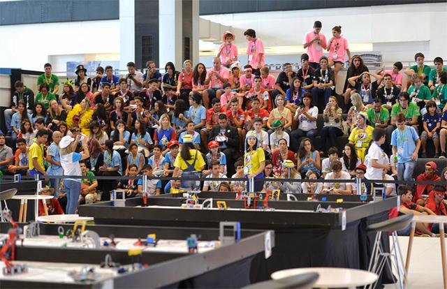Público durante a etapa nacional do Torneio de Robótica FLL