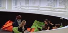 V�DEO: Quase sem paredes, col�gio dinamarqu�s ensina estudantes a aprenderem coletivamente
