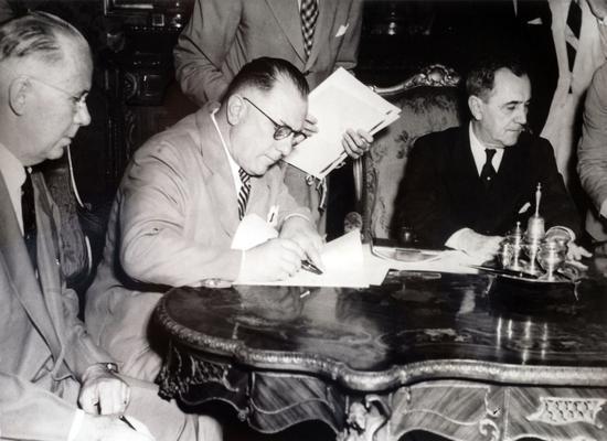 Assinatura de acordo de coopera��o entre o SENAI e a OIT