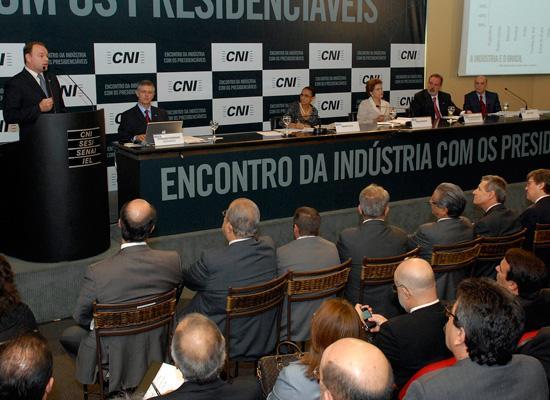 2010 | Os pr�-candidatos responderam �s d�vidas dos empres�rios e participaram de coletiva de imprensa. Foto: Miguel �ngelo